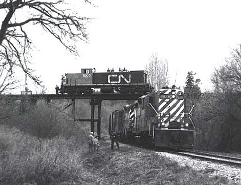 http://www.railfan.net/forums/cgi/Images/CN/overpass_of_Victoria_sub.jpg