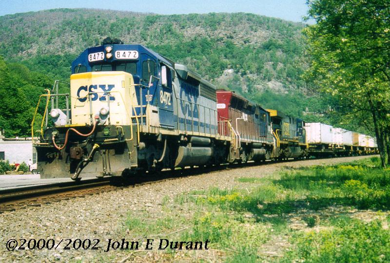 http://www.railfan.net/forums/cgi/Images/Photo/csx8472.jpg